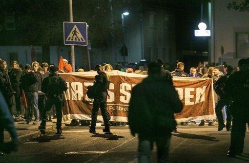Rund 60 junge Leute setzen ein Zeichen gegen rechts. Foto: Horst Rudel