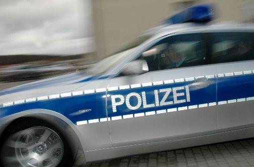 Ein 17-Jähriger hat mit Papas Auto erheblichen Sachschaden angerichtet. (Symbolfoto) Foto: AP