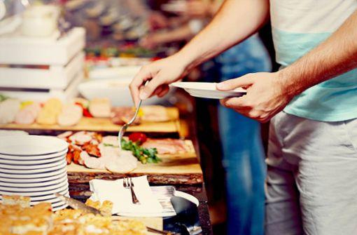 Frühstückszeit: Wenn in den Hotels zu viel  aufgetischt wird, besteht die Gefahr, dass nachher viel in den Abfall muss. Foto: Adobe Stock