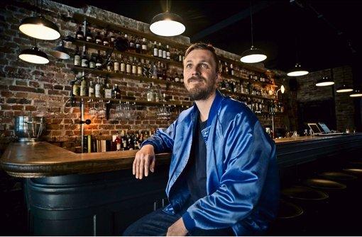 Wird auch Zeit: Janusch Munkwitz kümmert sich um die Barkultur und eröffnet am Freitag das Paul & George Foto: Lichtgut/Max Kovalenko