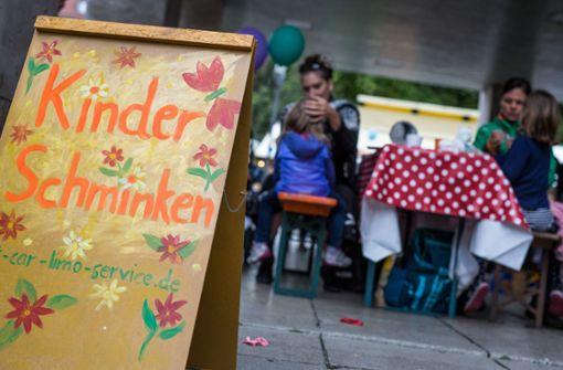 Beim Kinderschminken ... Foto: Lichtgut/Christoph Schmidt