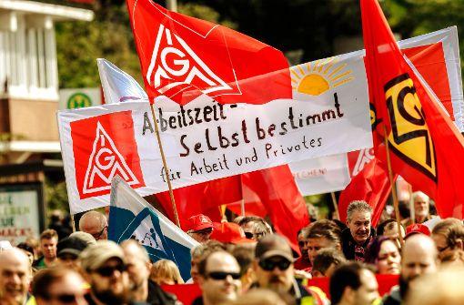 Mehr Freiraum bei der Arbeitszeit – wie hier schon bei der 1.-Mai-Kundgebung in Hamburg gefordert –  habe einen hohen Stellenwert für die Beschäftigten, meint die IG Metall. Foto: dpa