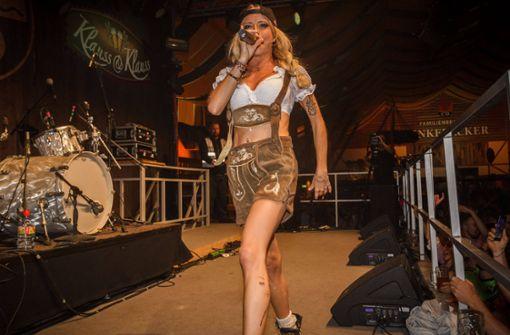 Mia Julia heizt auf der Mallorca-Party ein