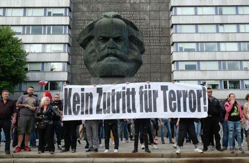 In Chemnitz sind am Montag wieder rechte Gruppierungen auf die Straße gegangen. Foto: dpa