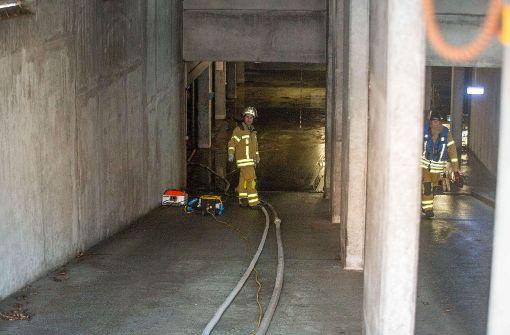 Eine defekte Wasserleitung hat zu einem Großeinsatz der Feuerwehr geführt.  Foto: 7aktuell.de/Simon Adomat