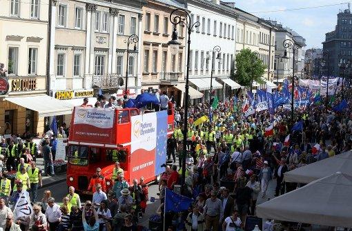 In Warschau protestierten Tausende gegen die Regierung. Foto: dpa