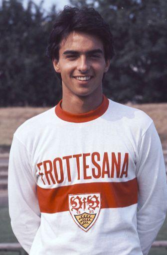 In Stuttgart geboren und aufgewachsen, startete er seine Karriere 1975 beim VfB Stuttgart. Sieben Jahre blieb er bei den Schwaben, bevor er nach Italien zu Inter Mailand wechselte. Foto: Pressefoto Baumann