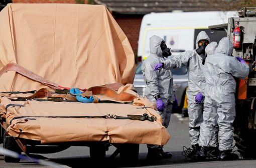 Dem Nervengift auf der Spur: Kräfte des britischen Militärs untersuchen Fahrzeuge in Gillingham. Premierministerin May verkündet die Sanktionen. Foto: AFP