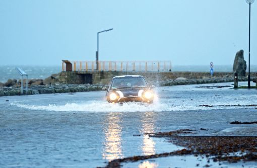 Sturm wütet in Irland, Großbritannien, Frankreich