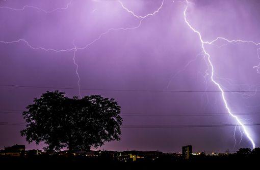 Auch in Stuttgart könnte es am Nachmittag zu schweren Gewittern kommen. Foto: dpa