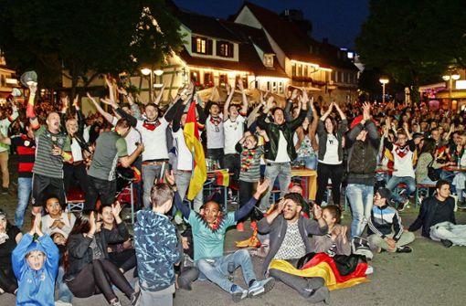 Sindelfingen im Freudentaumel: auf dem Wettbachplatz feierten die Fans 2016 ein Fußball-Fest. Foto: factum/Bach