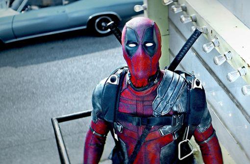 Wen diese Maske  in den Blick nimmt, der sollte sich Sorgen machen:  Ryan Reynolds als Antisuperheld Deadpool Foto: Verleih