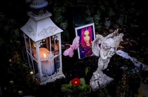 Am Tatort auf dem Stuttgarter Pragfriedhof  wird dem Opfer gedacht Foto: Lichtgut/Max Kovalenko