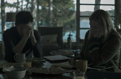 """Marty und Wendy Byrde (Jason Bateman und Laura Linney) haben sich in der ersten Staffel von """"Ozark"""" mit dem organisierten Verbrechen eingelassen und stecken nun tief in der Grütze.  Foto: Netflix"""