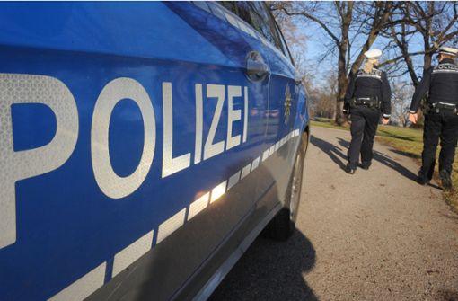 Die Polizei sucht einen Mann, der eine 16-Jährige sexuell belästigt hat. Foto: dpa