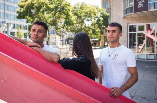Farid, Naima und Jamal (von links) blicken einer unsicheren Zukunft entgegen. Foto: Lichtgut/Max Kovalenko