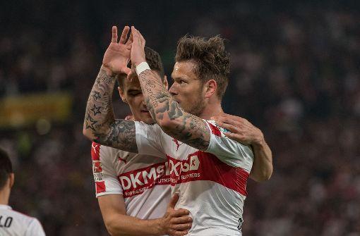 Der eingewechselte Daniel Ginczek freute sich über seinen Treffer vor 57 000 Zuschauern. Foto: dpa