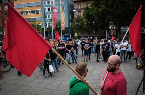 Auf dem Marienplatz haben sich am am Mittwochabend rund 150 Menschen versammelt. Foto: Lichtgut/Max Kovalenko