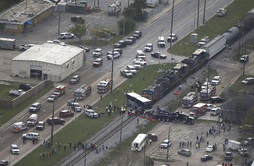 Tote und Verletzte nach Busunfall