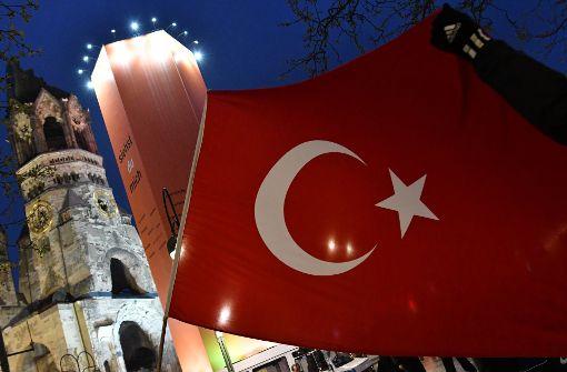 """In Deutschland stimmen viele Türken für das neue Präsidialsystem und damit mit """"Ja"""" beim Türkei-Referendum. Foto: dpa"""