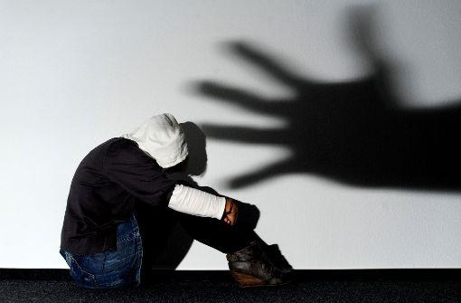 35-Jähriger wirft mit Gegenständen nach Freundin