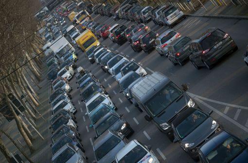 Bereits von kommendem Januar an werden Berichten zufolge Diesel-Fahrverbote für Stuttgart ausgesprochen. Foto: dpa