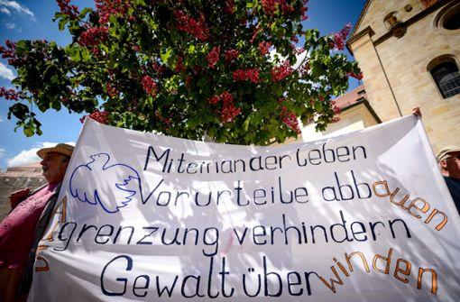 Nach dem Großeinsatz der Polizei in der Flüchtlingsunterkunft in Ellwangen steht jetzt alles im Zeichen der Versöhnung. Foto: dpa