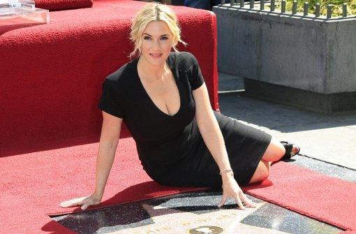 Kate Winslet (f)liegt auf Walk of Fame