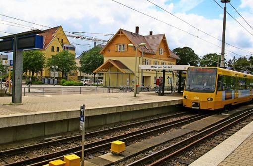 Das Bahnhofsareal am Ende der Filderbahnstraße soll  durch neue Gebäude schöner und attraktiver werden. Foto: Alexandra Kratz