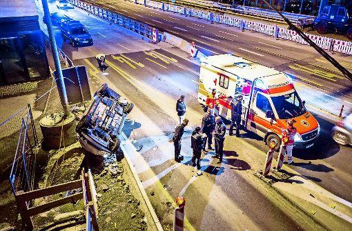 Nach diesem Unfall sollen die vier tatverdächtigen  Polizisten zugeschlagen haben. Foto: 7aktuell.de/Adomat