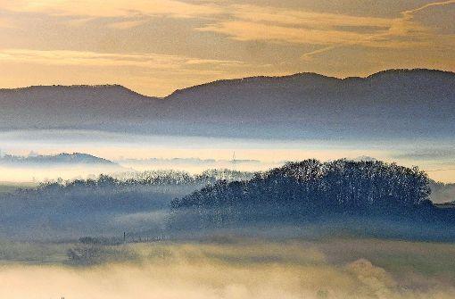Prächtige Lichtspiele: ein Blick auf die Schwäbische Alb bei Metzingen Foto: Faltin