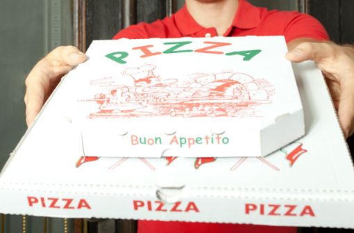 Mann ist unzufrieden mit Pizzalieferung und raubt Boten aus