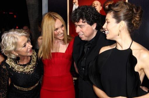Helen Mirren, Toni Collette und Jessica Biel posieren mit Sacha Gervasi, dem Regisseur des Films. Foto: AP