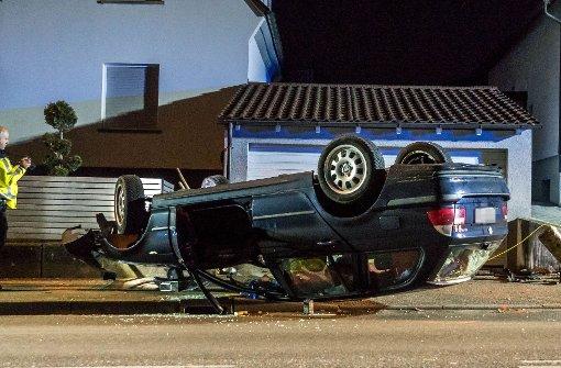 Fahrer unter Alkoholeinfluss, Auto überschlägt sich