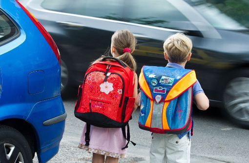 Alleine schon aufgrund der geringen Körpergröße fehlt Kindern im Straßenverkehr vielfach der nötige Überblick und sie werden leicht übersehen. Foto: dpa-Zentralbild