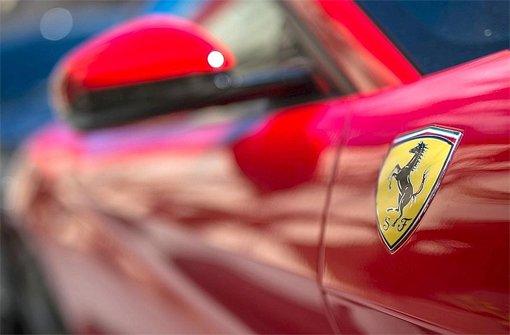 Bei einem Unfall mit seinem neuen Ferrari auf der A81 bei Herrenberg hat ein 64 Jahre alter Mann einen Sachschaden von rund 23.000 Euro angerichtet. (Symbolbild) Foto: dpa