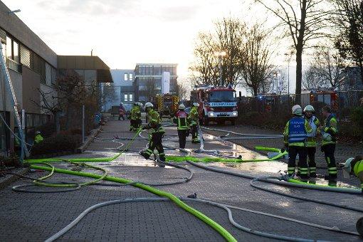 Eine ganze Serie von Bränden hat in der Nacht zum Samstag die Feuerwehr im Kreis Ludwigsburg in Atem gehalten. In Bietigheim-Bissingen ging eine Halle in Flammen auf, ... Foto: 7aktuell.de/Schmalz, Becker