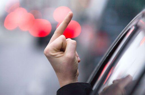 Mittelfinger, Schimpftiraden, Festnahme: 49-Jährige rastet aus