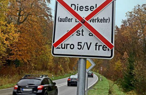 Erste Schilder zum Fahrverbot stehen – Hotline der Stadt