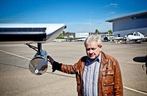 Mit Silberjodid impft Pilot Rainer Schopf die Gewitterwolken. Foto: Peter Petsch