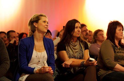 ... unsere beiden Gewinnerinnen Katja Eichhorn (vorne links) und Nadine Großmann (Mitte) waren dabei und schauten aus der ...br Foto: Timo Deiner