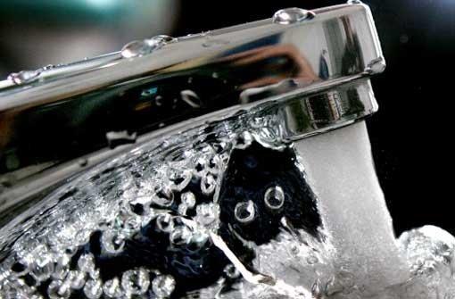 Wasser in öffentlichen Gebäuden verkeimt