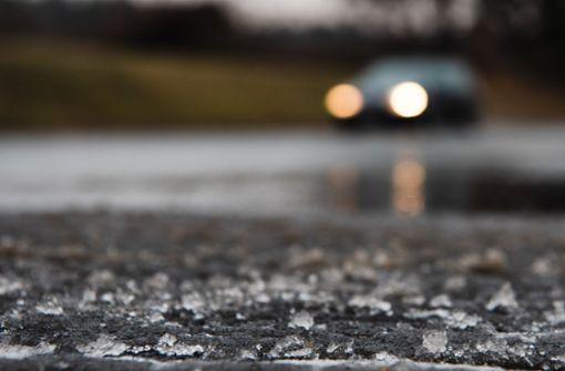 Wetterdienst warnt vor Nebel und glatten Straßen