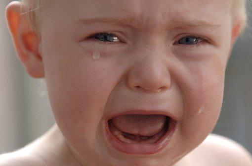 Vater schüttelt Baby fast zu Tode und muss in Haft