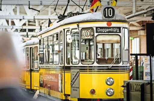 Historischer Straßenbahn-Korso in der Stadt