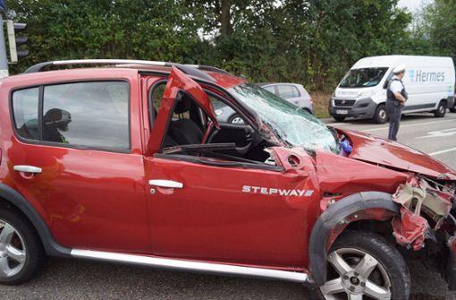 Lkw-Fahrer übersieht rote Ampel