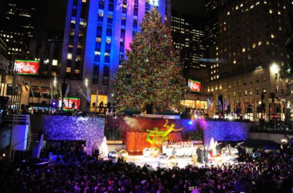 ganz new york freut sich der weihnachtsbaum am. Black Bedroom Furniture Sets. Home Design Ideas