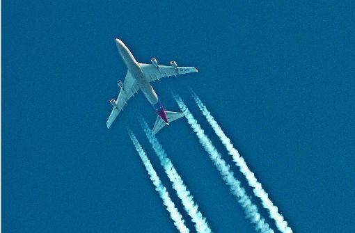 Bio-Kerosin und blauer Himmel