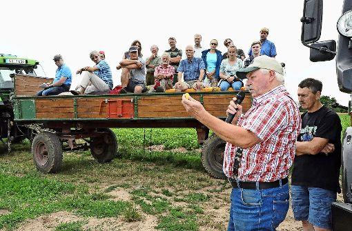 Die Bauern stehen mit dem Rücken zur Wand